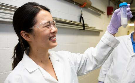 ORISE intern Mengyu (Kelly) Guan analyzes Central Appalachian clay for rare earth elements.